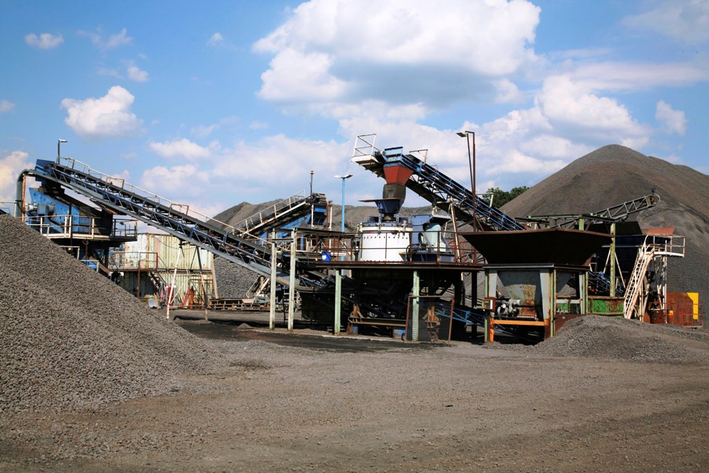 Maquinaria fija para canteras y mineria.